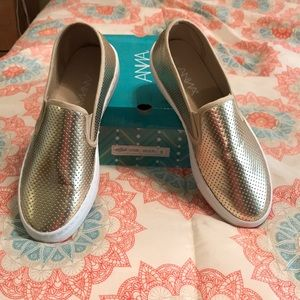 Women's Gold slide on's made by Anna size 9 1/2